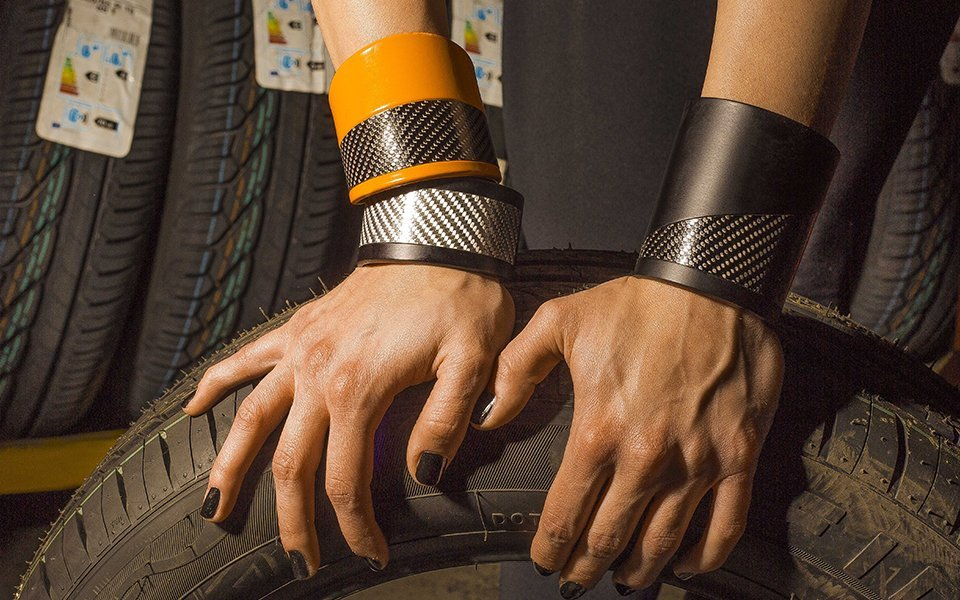 Skin-bracciali-in-alluminio-e-fibra-di-carbonio